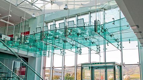 Pavimento in vetro calpestabile per soppalco